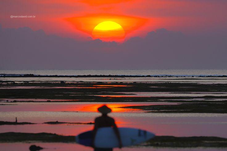 As cores do final de tarde em Sumbawa chega a ser surreal! Esse é um daqueles lugares em que você para a mente e esquece o passado e futuro. Apenas observa o presente. Nikon D600 80-200mm f: 2.8