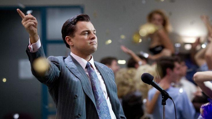 American Hustle, de David O'Russell, y El lobo de Wall Street, de Martin Scorsese, tienen mucho en común: producciones gringas de gran presupuesto y gran duración que compitieron por el Óscar, una imita y la otra reproduce tanto el estilo como la estructura narrativa de Goodfellas, el drama semificticio de gángsters que Scorsese dirigió en 1990; las tres están inspiradas en hechos reales alrededor de personajes que terminaron colaborando con el FBI al caer en desgracia.