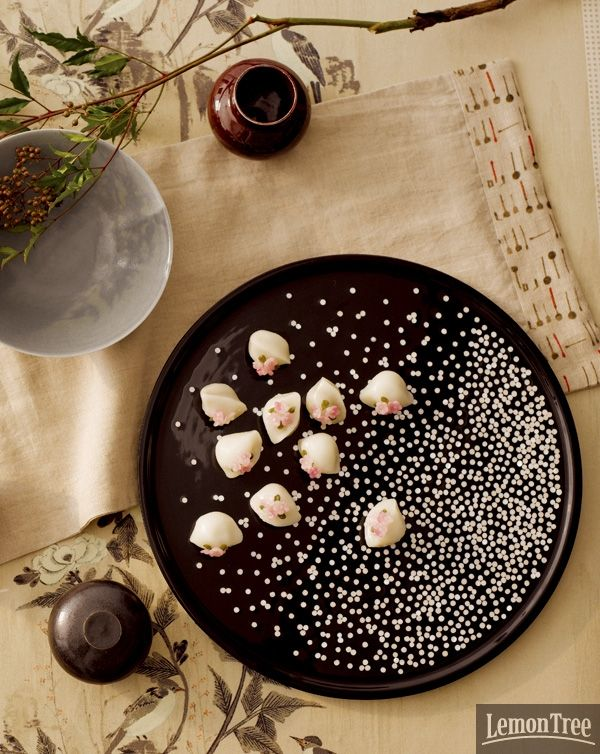 Flower-shaped rice cakes for special occasion
