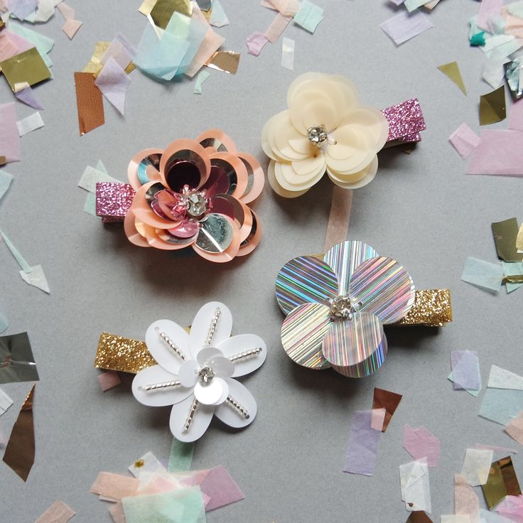 Product Info:The only thing better than flowers are sequin ones! Choose from Holographic or Peach pair sequin flower clips with crystal centres on crocodile clip attachments