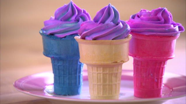 Sofia Makes Tye Dye Ice Cream Cone Cupcakes | Cake Boss | TLC