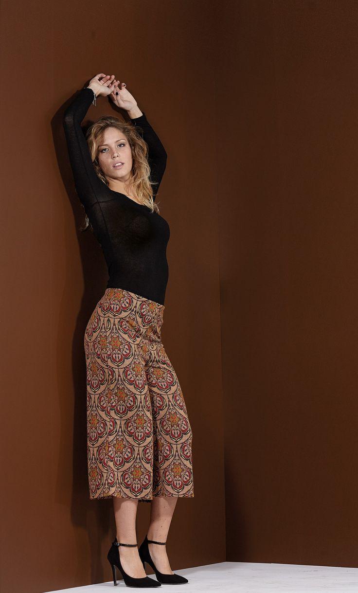 Greta for Hope fashion shooting  brown 70'style