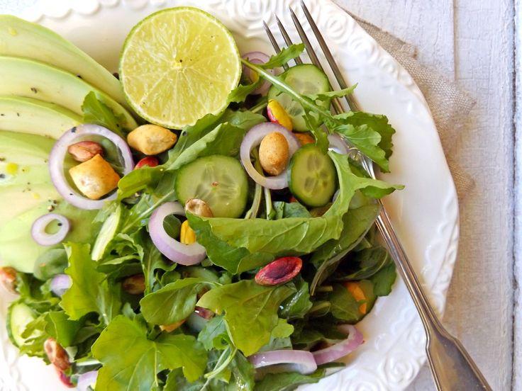 Σαλάτα με ρόκα, αβοκάντο και αγγούρι