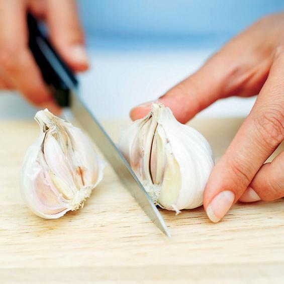 Εδώ και 5.000 χρόνια το σκόρδο δυναμώνει και αναζωογονεί τον οργανισμό. Ερευνες μάλιστα έχουν δείξει ότι χάρη στην αντιοξειδωτική του δράση παρέχει προστασία από τις εκφυλιστικές παθήσεις των αγγείων