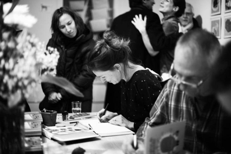 Isabelle Arsenault es una prolífica ilustradora de literatura infantil. Su trabajo le ha valido numerosos reconocimientos, entre ellos, un Prix du Gouverneur général, la distinción literaria más prestigiosa de Canadá.