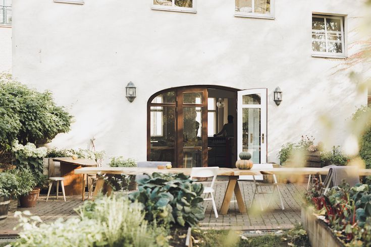 Reform Cph Kitchen / Berlin guide /  The designers behind BUCHHOLZBERLIN opened a cozy café in Berlin with a hidden green oasis in the backyard...