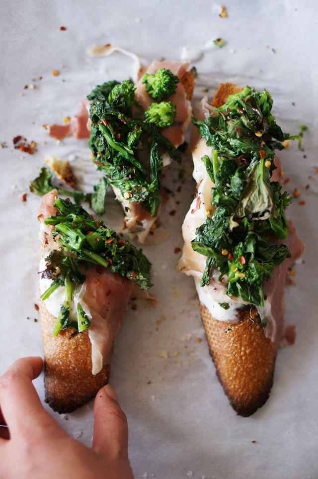 Broccoli rabe with burrata and prosciutto crostini