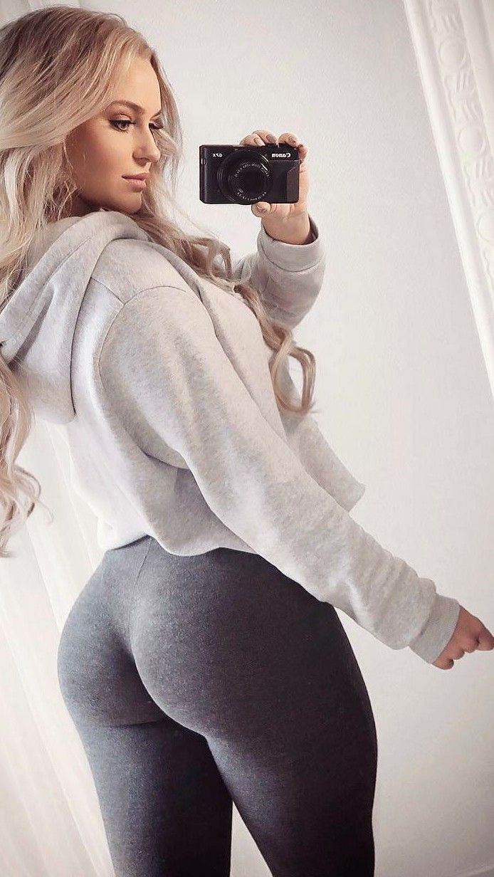 216c46bfcb Pin by Tony sptty on big butt in Leggings selfie. . | School outfits, Yoga  leggings, Sexy
