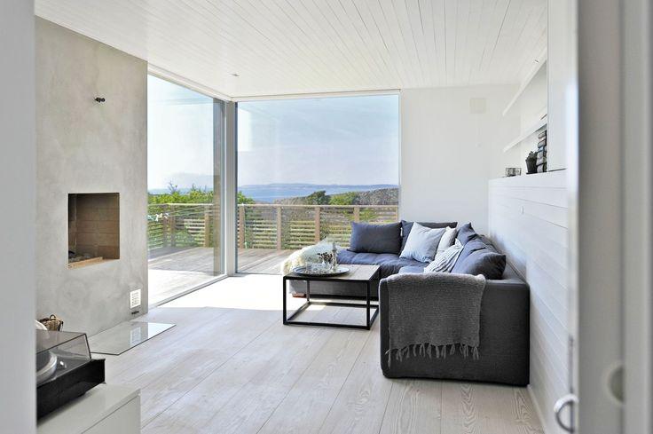 Hytte - stue med peis og utsyn