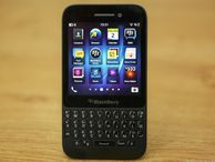 BlackBerry Q5 review: Not the bargain you're looking for CNET UK goes thumbs-on with the BlackBerry Q5, a QWERTY-equipped smartphone that's built like a bargain, but isn't necessarily priced like one.