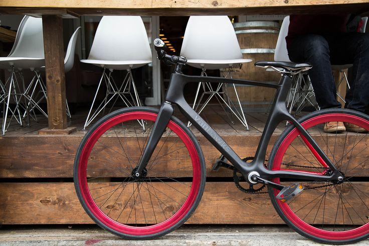 """Das Vanhawks Valours: """"Safer. Smarter. Sexier"""" preist der Hersteller sein """"intelligentes Fahrrad"""" an."""