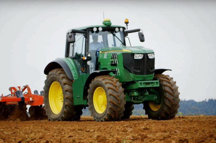 American tractor manufacturer John Deere has pulled the wraps off of its first fully electric tractor in a new video published...