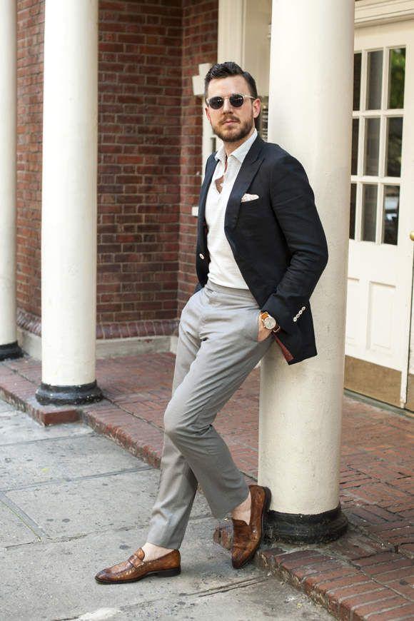 オフィスカジュアルの新発想。「ジャケット×ポロシャツ」の着こなしで ... 紺ジャケットと白ポロシャツで、夏の男に。