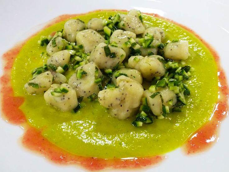 Foto degli gnocchi di patate con zucchine e curcuma