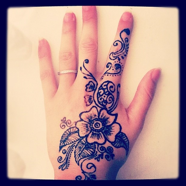 Mehndi Hands Art Lesson : Best images about henna on pinterest star tattoos