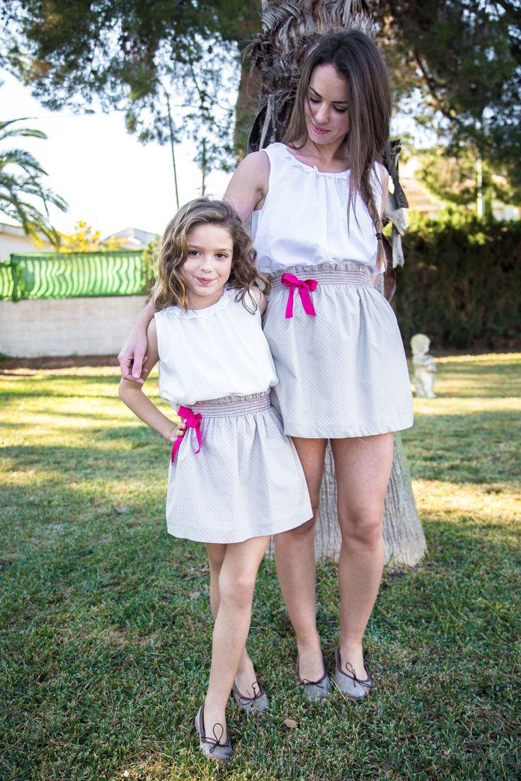 #falda igual para mujer y niña en voile de algodón color topo con puntos fucsia y lazo rosa. #minime #loveadrienne #primaveraverano2016