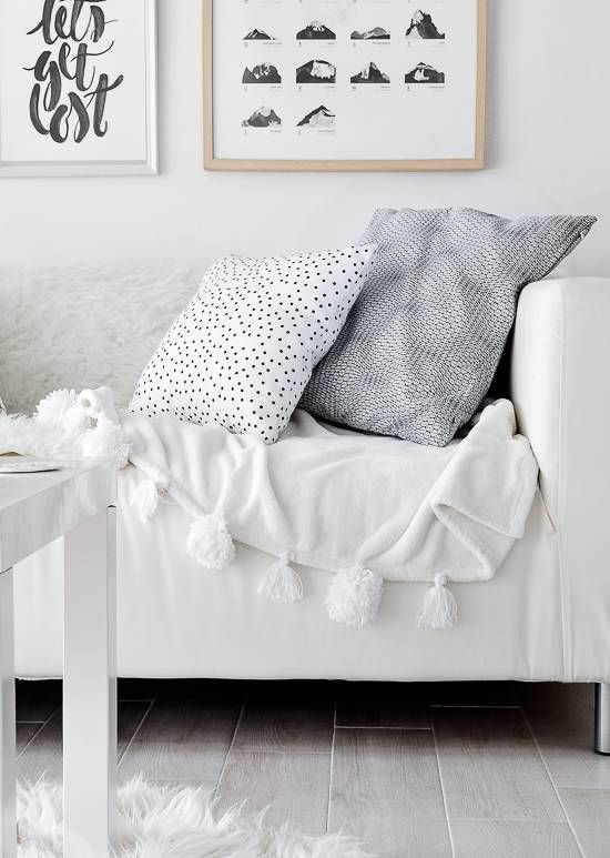 loving this DIY pom-pom blanket