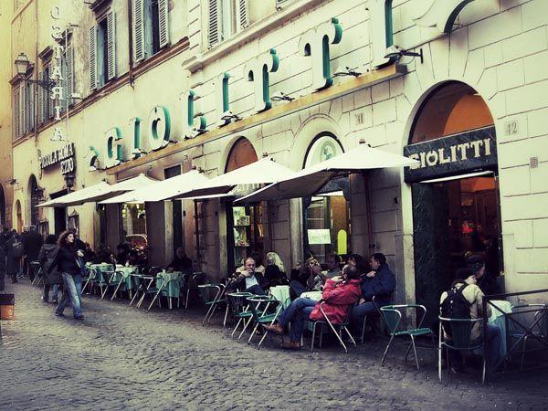 Wenn ganz Rom beim Sonntagsspaziergang gemächlich durchs Centro Storico schlendert, liegt eine der berühmtesten Eisdielen quasi auf dem Weg: Giolitti.