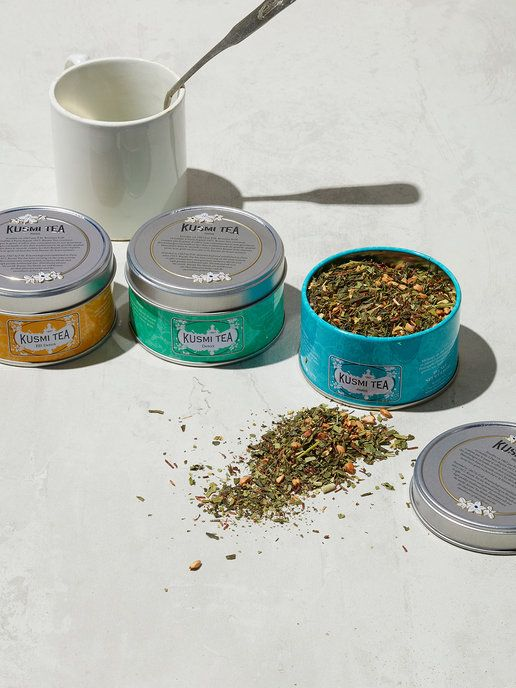 「クスミ ティ」のデトックスティー缶 ティータイムの手土産なら、プレミアムなティーメゾン「クスミ ティ」はいかが? セレクトすべきは、マテ茶をベースにしたデトックスティーシリーズ。緑茶やレモングラスを...