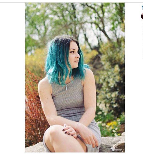 Emma Bossé et ses cheveux bleus!