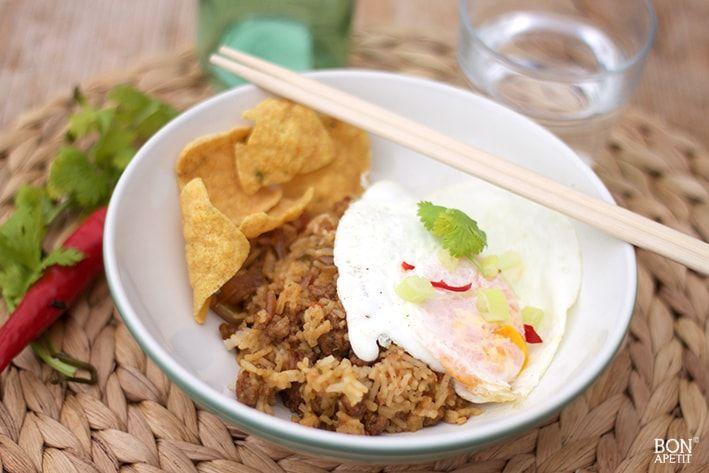 Altijd een topper, nasi! Dit keer heb ik een soort nasi gemaakt van gekruid gehakt met verse groenten. Mmmm.. een heerlijk eigen nasi met gehakt recept!