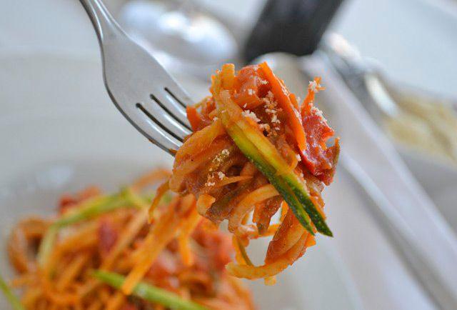 Eine leckere vegetarische Alternative zu normalen Spaghetti gelingt mit diesem #Rezept. Die Gemüsespaghetti sind gesund und schmackhaft.