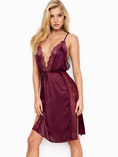 Shorty long chantilly lace dress