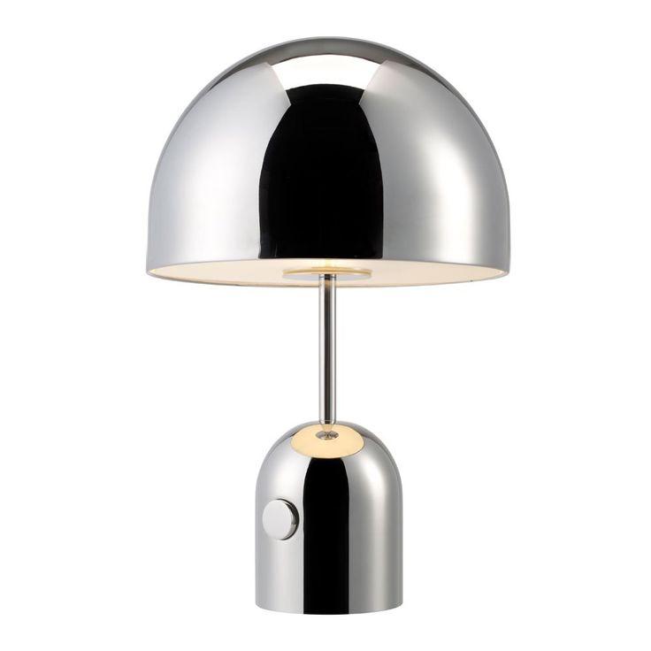 Bell Chrome Table, en bordslampa i förkromat stål från Tom Dixon. Till formen har Bell en kupol både som bas och skärm och tyngden i materialet ger Bell ett exklusivt uttryck. Ytan är blankpolerad och tillåter Bell att spegla sin omgivning.Bell finns både som golv- och bordsslampa. Glödlampa ingår.