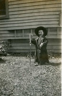 VINTAGE PHOTO CUTE LITTLE GIRL DRESSED AS A WITCH HALLOWEEN COSTUME