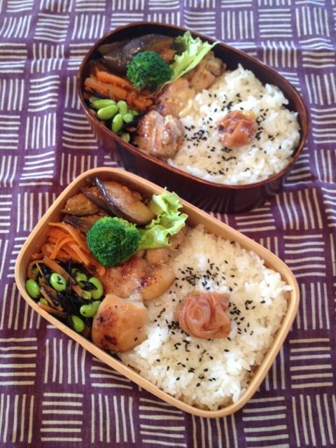 Twitter from @sakuranoki3 今日のお弁当:鶏肉塩麹漬け焼き、なすケチャップ炒め、にんじんナムル、枝豆ひじき煮 #obento #obentoart