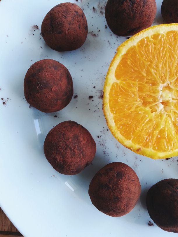 Chocolate orange raw Bliss balls    Ingredients:  - 1 cup almonds  - ½ cup walnuts  - 3/4 cup dates  - juice of1 orange...