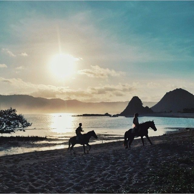 this spectacular pict is shot by smart #lombokPhotographer : @taufanca at Seger Beach Kuta #CentralLombok   ------------------------------------ #awesomeplaceinlombok #pengentraveling #pengentravelingdestinasi #pengentravelinglombok #lombok #lombokisland #awesomeplace #photography #lombokphotographer #photooftheday #fotograferlombok  #photographerlombok