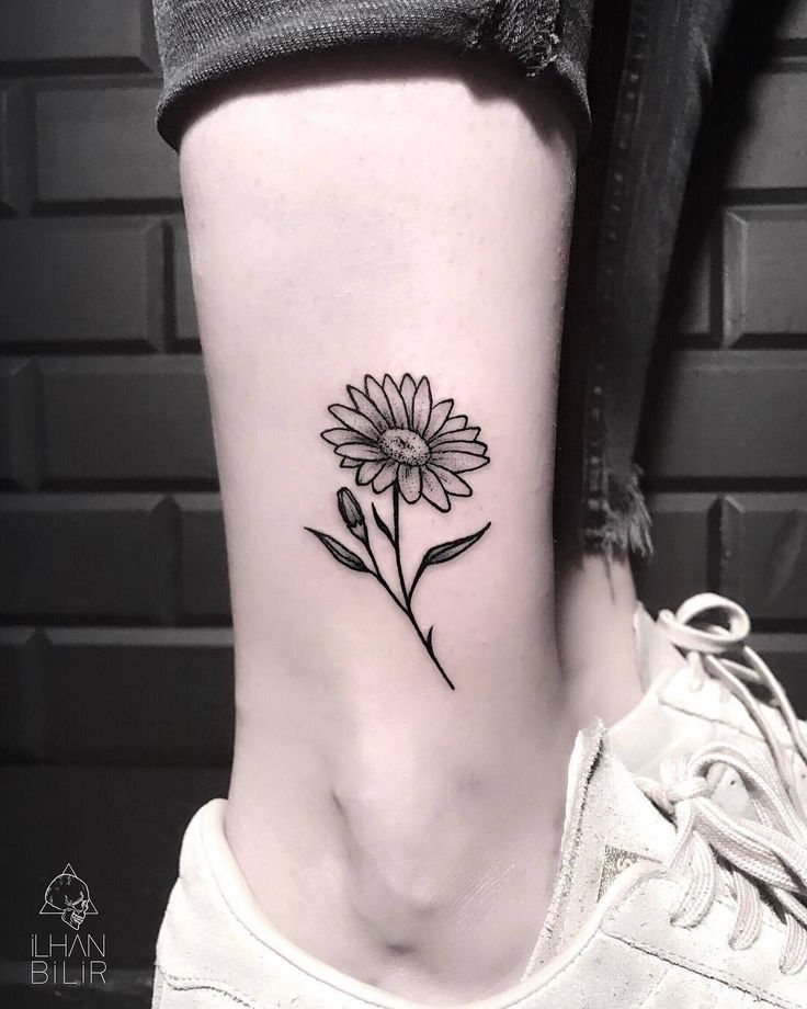 Daisy Ankle Tattoo Artist: İ L H A N B İ L İ R Tattoo Artist