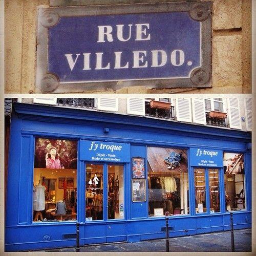 Encore une adresse méconnue qui mérite un détour. Un #dépôt #vente J'y troque dans une rue très calme rue Villedo dans #Paris 1er. On y trouve des très belles pièces de créateurs. Bcp de #Marni #Kenzo #Joseph #Yves #Saint #Laurent #Burberry. A #consignment store #J'y #troque in a small street rue Villedo in Paris, a hidden gem. A lot of #designer items. #Bon #plan  #chic #vetement #chaussure #sac #blog #blogmode #fashion #occasion #vide #dressing #marque #brand