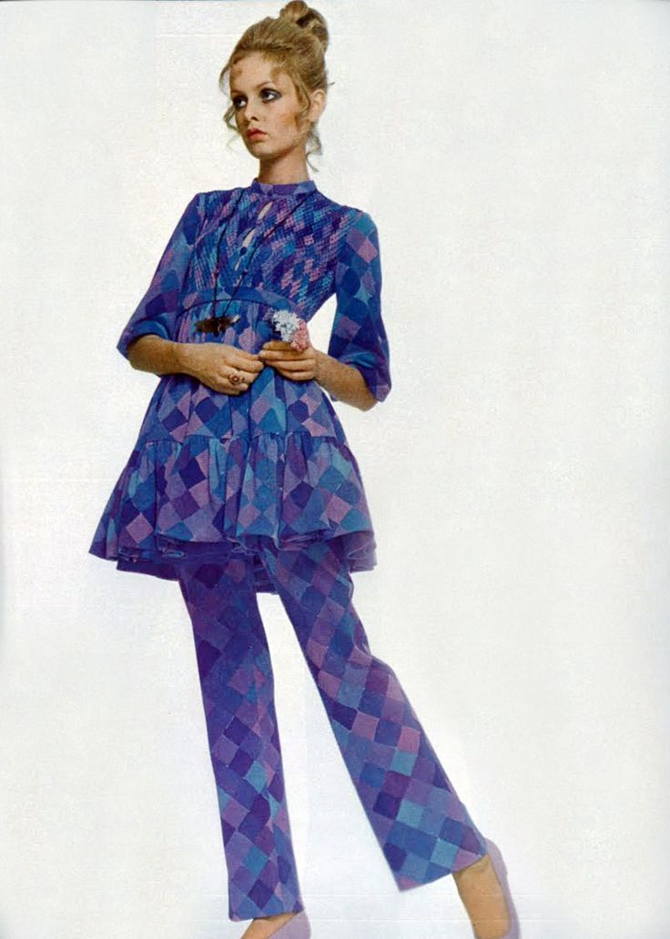 Twiggy. Photo by Justin de Villeneuve. Vogue Italia, 1969.