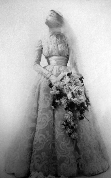 Vogue Paris 1952. Vintage bride. !950s fashion
