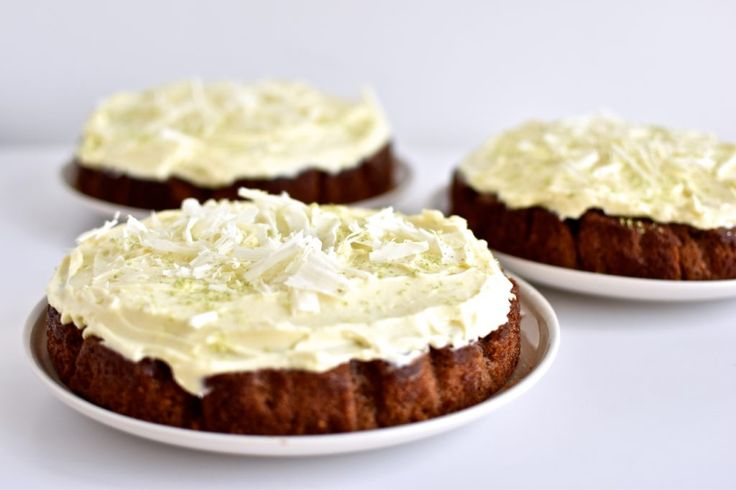 Gulerodskage med lime hvid chokolade cream cheese frosting