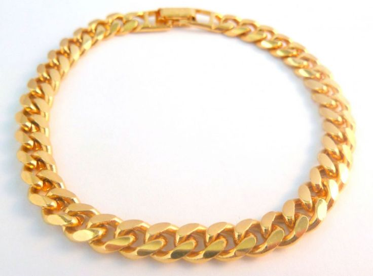 A vintage gold tone chunky curb chain bracelet by Napier This bracelet is formed from a chunky gold tone bracelet Signed Napier patent 4 774 743 to