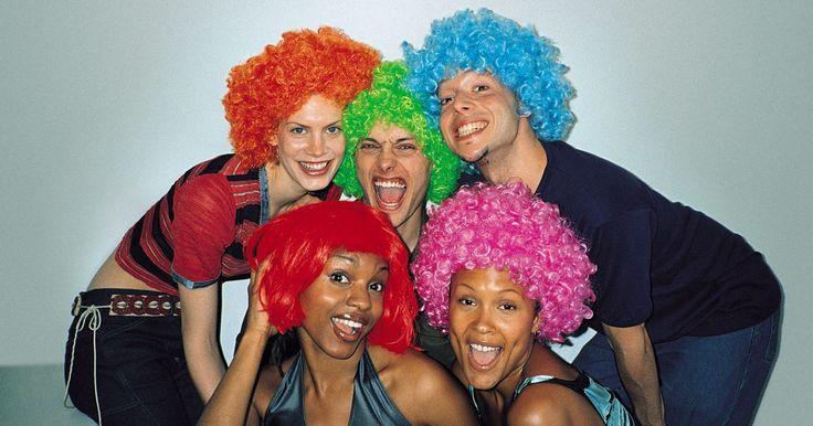 Lugares para comprar pelucas de pelo humano baratas . Las pelucas de pelo humano tienen un aspecto natural y pueden ser estilizadas de la misma manera como lo harías con tu propio cabello. Algunas pelucas de cabello humano vienen pre-estilizadas de manera permanente, pero los estilos se pueden cambiar temporalmente con un secador de pelo o rizador. Las pelucas de pelo humano han sido tradicionalmente ...