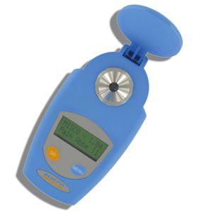 http://www.termometer.se/Egenkontroll-Livsmedel/Palm-Abbe-Vinrefraktometer-BRIX-SUCROSE-ALC-etc.html  Palm Abbe Vinrefraktometer - BRIX, SUCROSE, %ALC , etc  Laboratorie-precision i din hand!  Den fjärde generationen av Palm Abbe digitala refraktometrar ger dig kraften av ett fullblods laboratorie-instrument i din handflata. Detta dessutom till ett mycket kostnadseffektivt pris.   Palm Abbe refraktometern är mycket enkel att använda och har snabb responstid. Placera ditt prov...