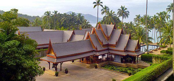 Amanpuri Phuket ( 5*) Situat in mijlocul unei plantatii de nuca de cocos, Amanpuri se afla pe o #peninsula de pe coasta de vest a Phuketului. Intr-o zona cu nisipul alb, apa #turcoaz, pavilioanele si vilele se bucura de intimitate si vederi panoramice la Marea Andaman. Contactati-ne pentru #vacante personalizate ! http://bit.ly/2o28tYu