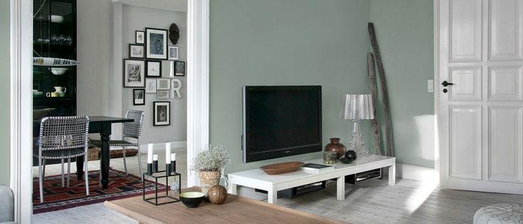 Trænger din stue til et frisk pust? Få gode råd om maling og tapetsering af din stue hos Flügger farver. Prøv vores farvevælger online.