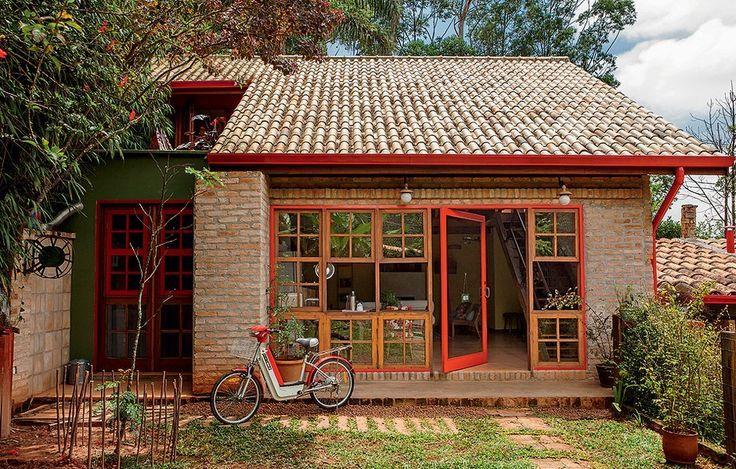 Fachada de casa de campo com tijolinho aparente