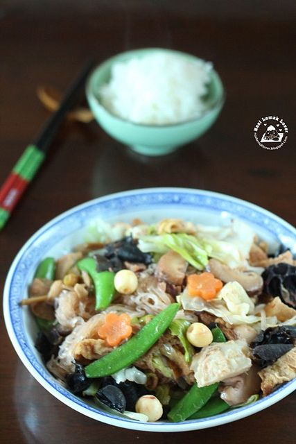 Loh Hon Chai (braised mixed vegetables) 蛇全十美 ~羅漢 #chinese. INGREDIENTS ~ 750g round cabbage 8 dried shitake mushrooms 110g dried lily buds 160g black fungus ( Wan yee) 5 sheets dried bean curd (foo chook 1 small carrot One punnet of sweet pea One punnet of fresh lotus seeds 10 red dates 100g glass noodles 1 large red fermented bean curd南乳(Shanghai nam yue) 5tbsp Nam yue water or adjust accordingly 1tbsp light soy sauce Salt and sugar