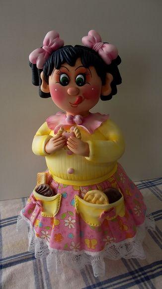 Potes Menina bolacha (gera????o III)  Potes de 1,3 L, trabalhados em biscuit em forma de menina comendo bolacha.  Fa??o na cor que vc quiser. Escolha a cor da roupa, cabelos e olhos(verde, azul e castanho).  ENCOMENDAS SOMENTE MEDIANTE PAGAMENTO DE 50% DO VALOR TOTAL (ARTIGO + FRETE), PAGO NO ATO DO PEDIDO POR DEP??SITO EM CONTA.  VER POL??TICAS DA LOJA.  VAGAS: CONSULTE O M??S DE ENTREGA, ESTOU AGENDANDO CONFORME POSSIBILIDADE. GRATA.  O prazo de confec????o ?? contado A PARTIR DO M??S DE…