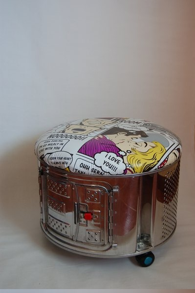 Puff construido a partir de un tambor de lavadora de carga superior