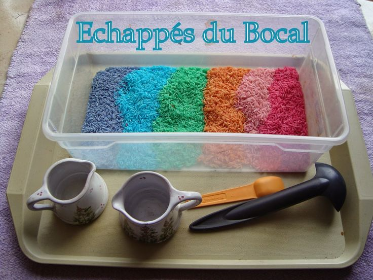 échappés du bocal: Le bac sensoriel Rainbow rice ( riz arc en ciel )