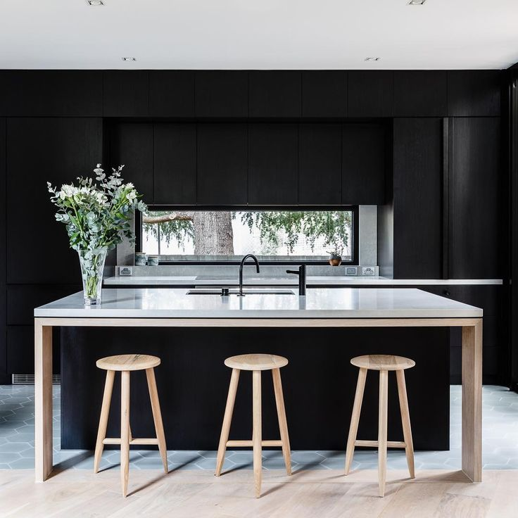 Caesarstone Kitchen Island and back benches in Caesarstone Alpine Mist™