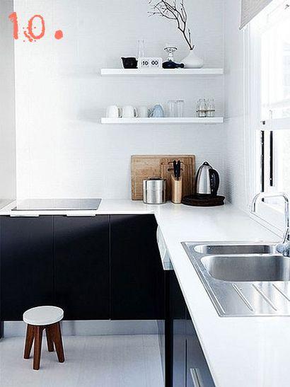 Zwarte keuken. licht  blad en lichte vloer.