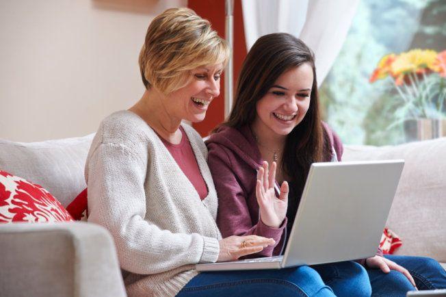 Na Higher Idiomas o aluno participa de aulas em grupo com professor online, as aulas são dinâmica e divertidas, com foco em conversação. O aluno realmente fala inglês nas aulas. Quer uma prova? Faça uma aula grátis agora com um professor online e você vai adorar. visite o site: www.higheridiomas.com